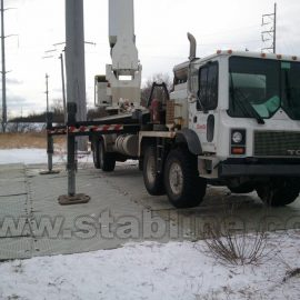 camion de chantier sur plaque de roulage Stabmat de Stabline