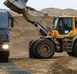stabilisation des engins de chantier grâce aux plaques de roulage Stabmat de Stabline