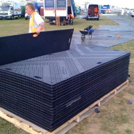 installation de plaques de roulage Stabmat de Stabline pour protéger le sol